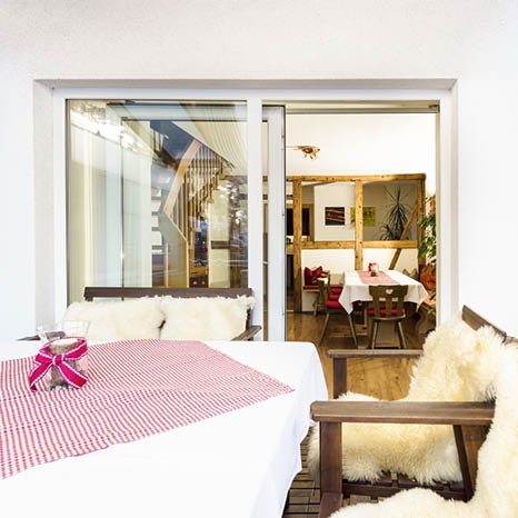 hotel angelika apartment balkon blick ins esszimmer