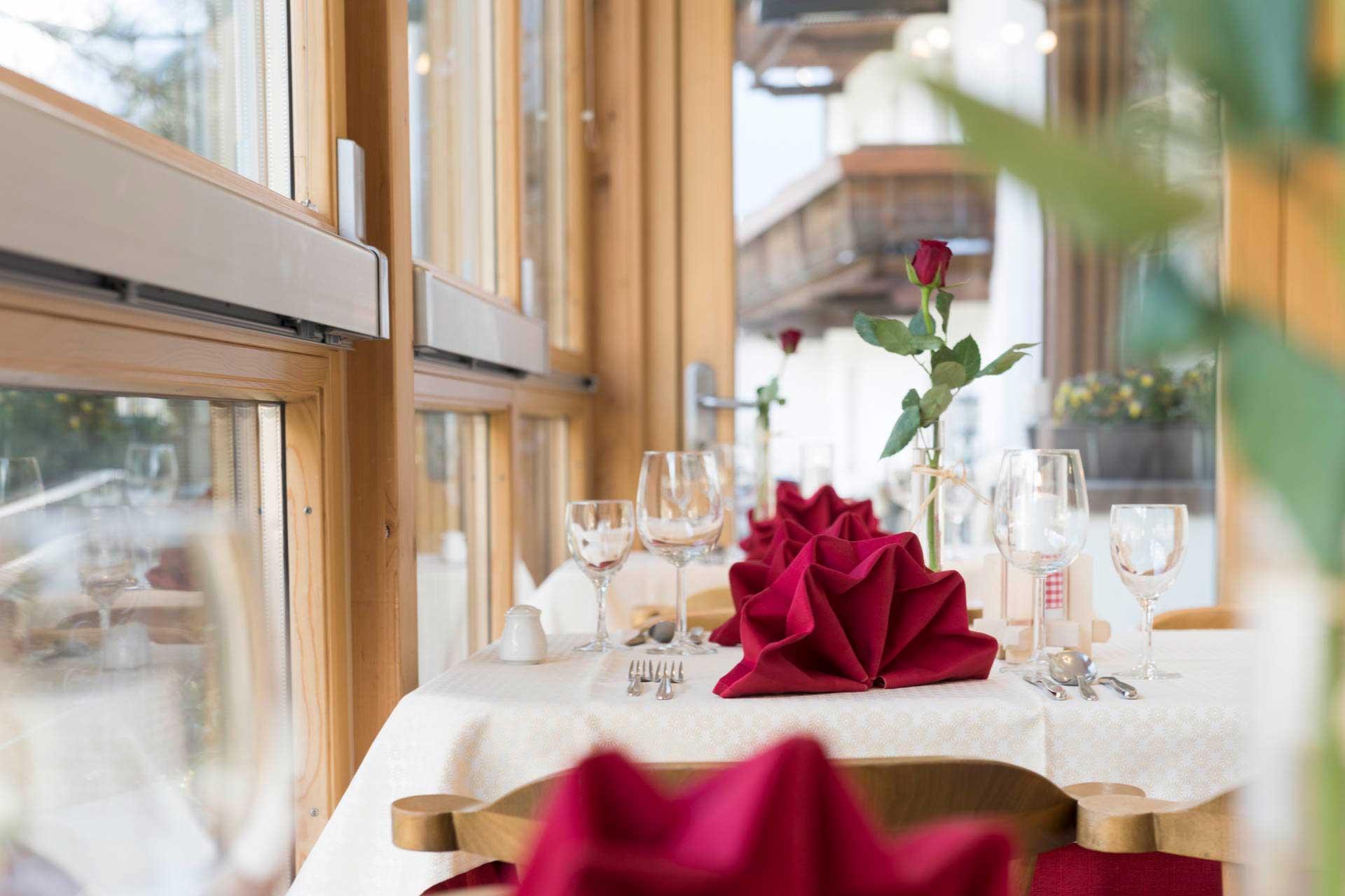 Hotel-Angelika-Galerie-Speisesaal-festlich-close-up