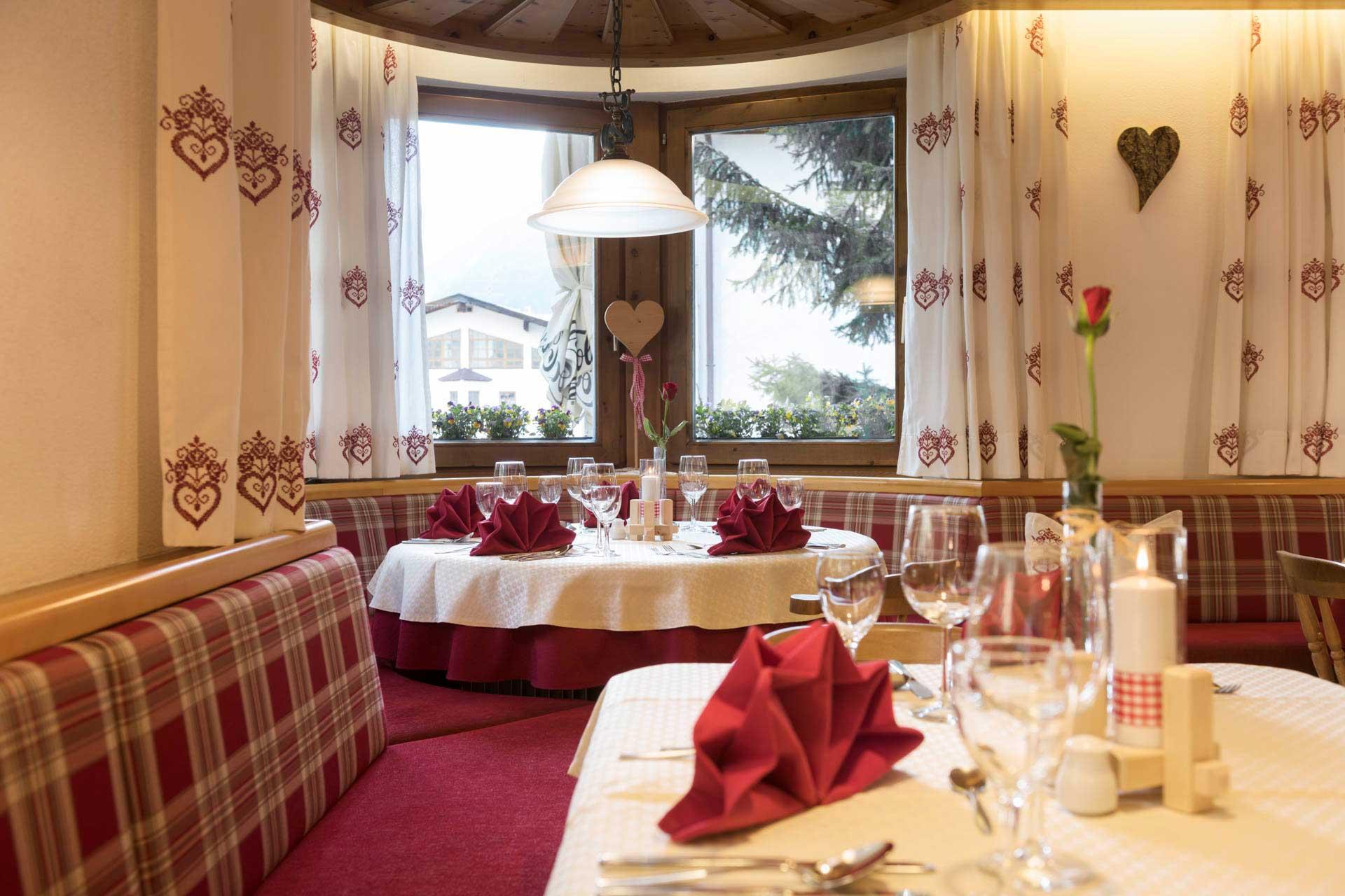Hotel-Angelika-Galerie-Speisesaal-festlich1