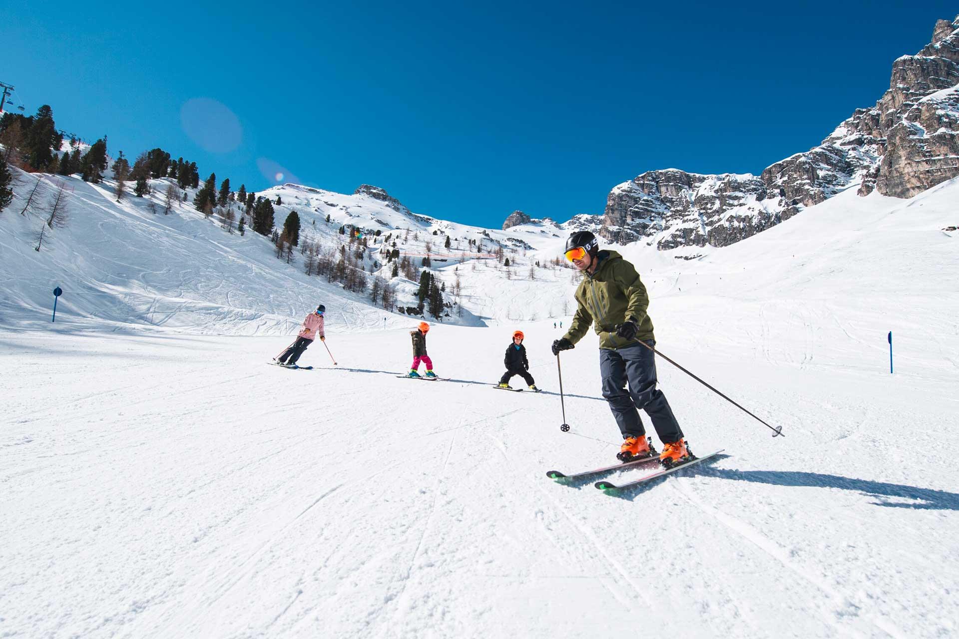familienurlaub im hotel angelika - skifahren mit der ganzen familie