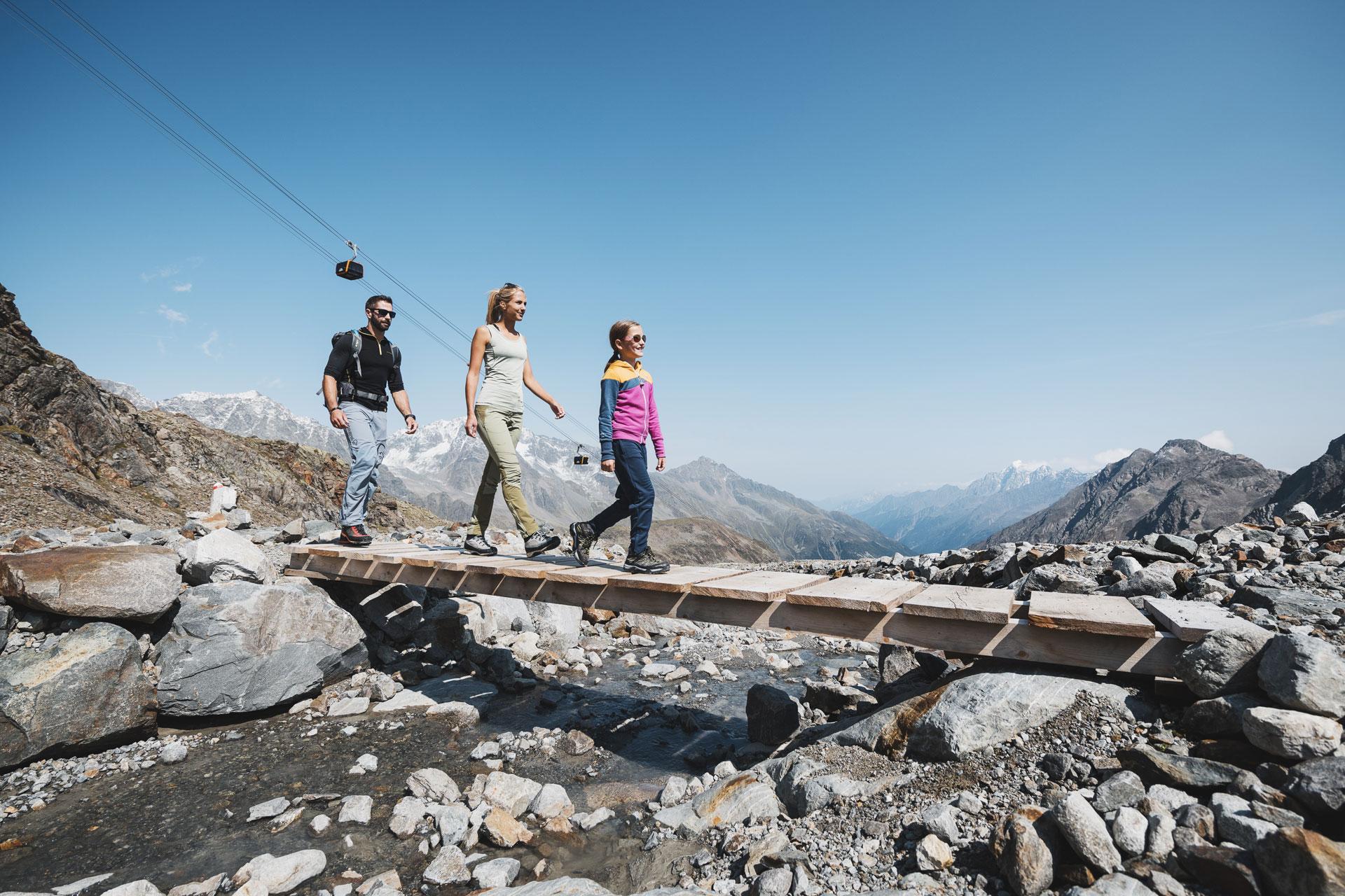wandern am stubaier gletscher im sommer
